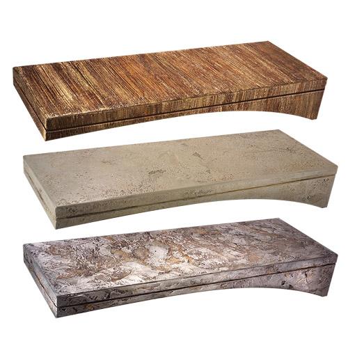 Harzbedeckte Holzstufen